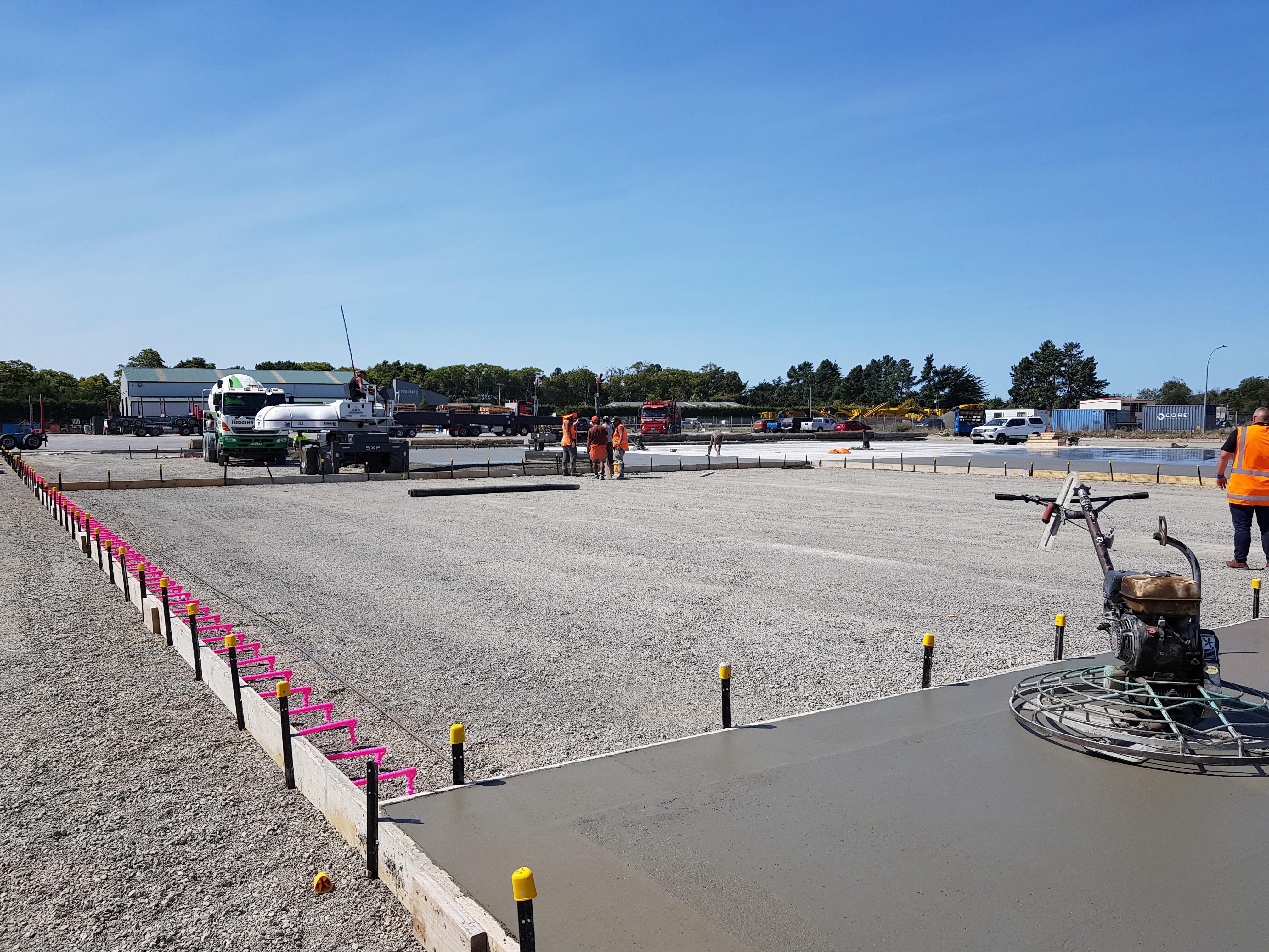 Pouring a very large concrete fibre slab