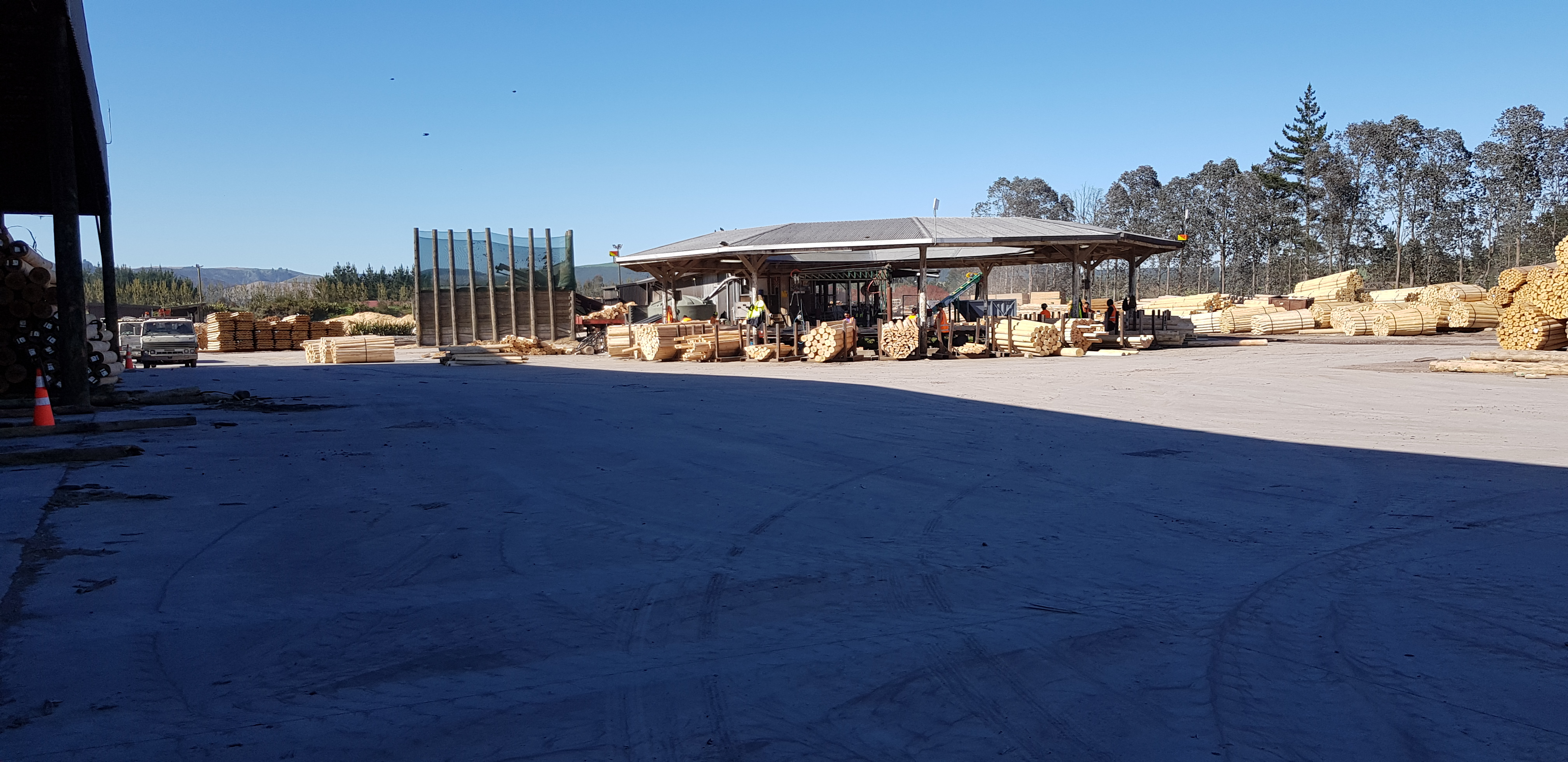 Outdoor yard over a hardwearing concrete fibre reinforced slab