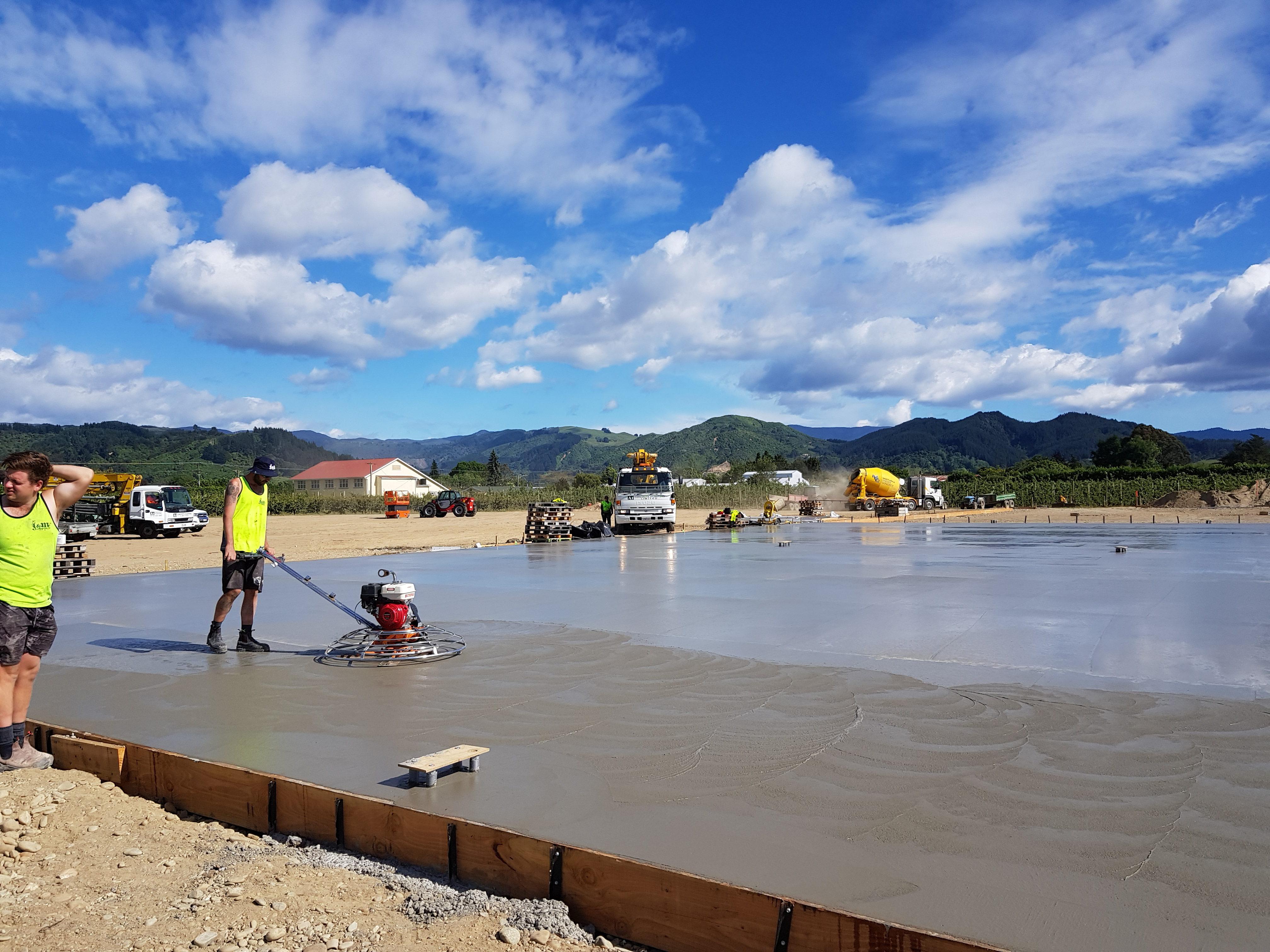 Concrete placers float a new slab with fibre